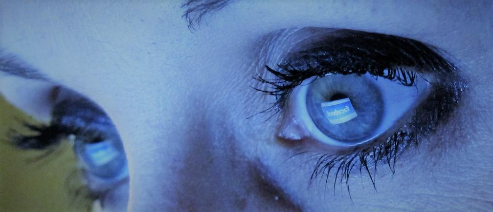 blue light eye protection computer screen monitor eye strain problem